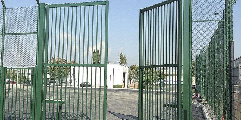 Puerta abatible de dos hojas modelo FR-14